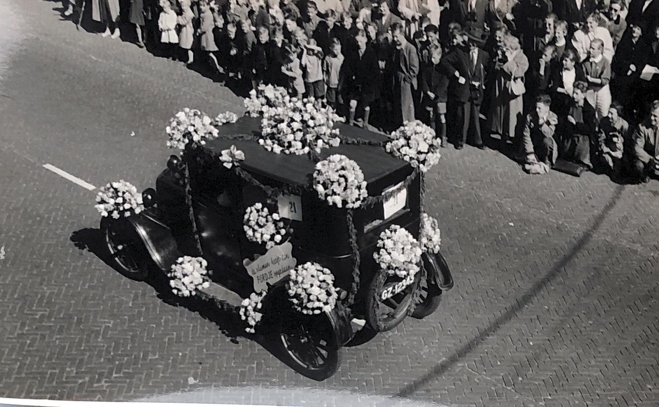 Bloemencorso Bollenstreek 1954 - Fotorecht: A. Koning (Lisse)